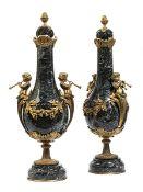 Paar grosse Cassolette-Vasen Höhe: 59 cm. Sockel Durchmesser: je 14,5 cm. Frankreich, Ende 19.