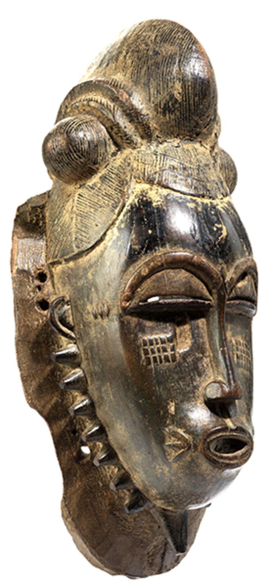 Los 893 - Maske der Baule Höhe: 43 cm. Elfenbeinküste, Volk der Baule. Provenienz: H. Ryser, Zürich, 20....