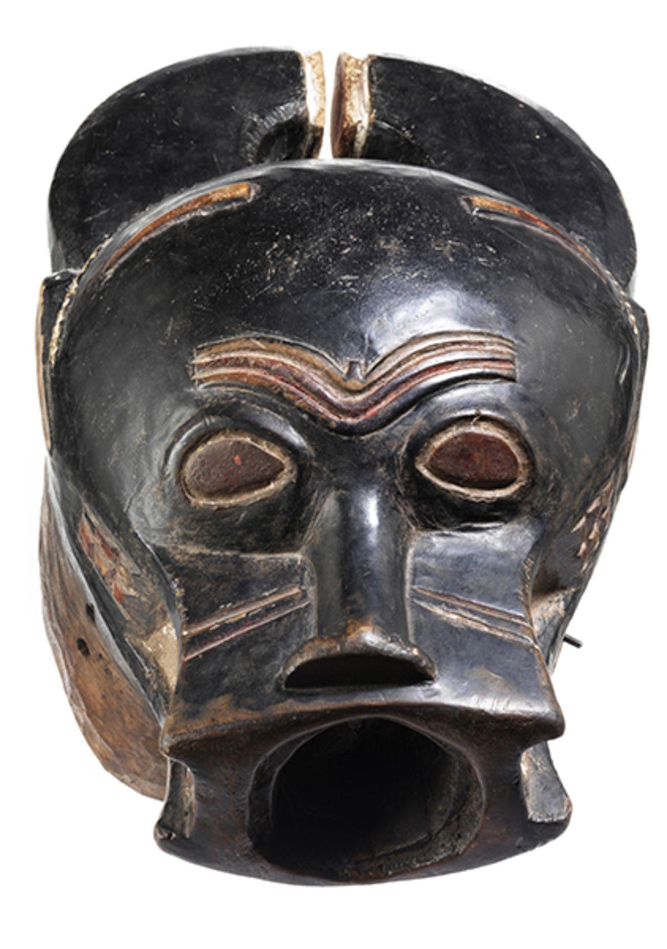Los 886 - Goli-Baule-Büffelmaske Höhe: 48 cm. Elfenbeinküste, 19./ 20. Jahrhundert. Holz, geschnitzt mit...