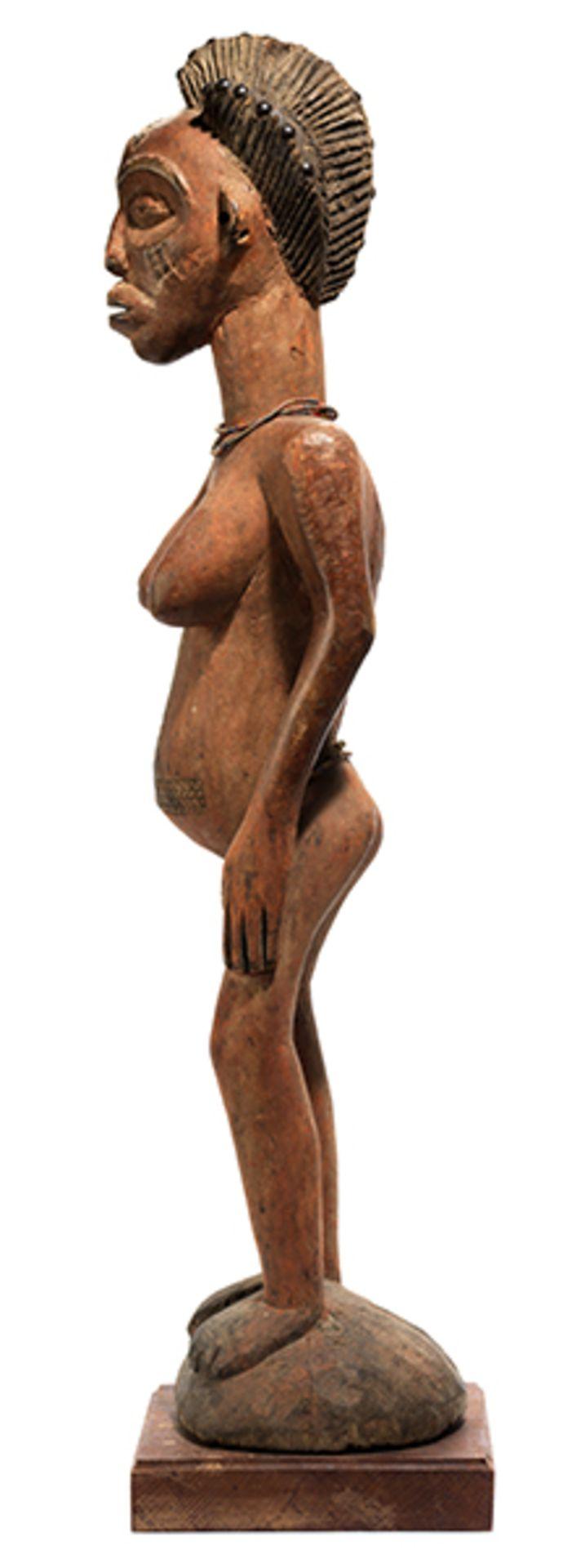 Los 903 - Chowke-Figur Höhe: 91 cm. Höhe mit Sockel: 96 cm. Angola/ Demokratische Republik Kongo....