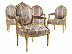 Satz von vier Louis XVI-Fauteuils Lehnenhöhe: 99 cm. Sitzhöhe: 44 cm. Frankreich, um 1780. Holz,