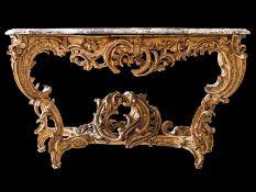 Louis XV-Konsole 87 x 163 x 72 cm. Frankreich, 18. Jahrundert. Holz, geschnitzt, vergoldet. Über