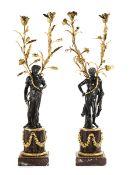 Paar große figürliche Kandelaber Höhe: 88,5 cm. Frankreich, 18./ 19. Jahrhundert. Auf