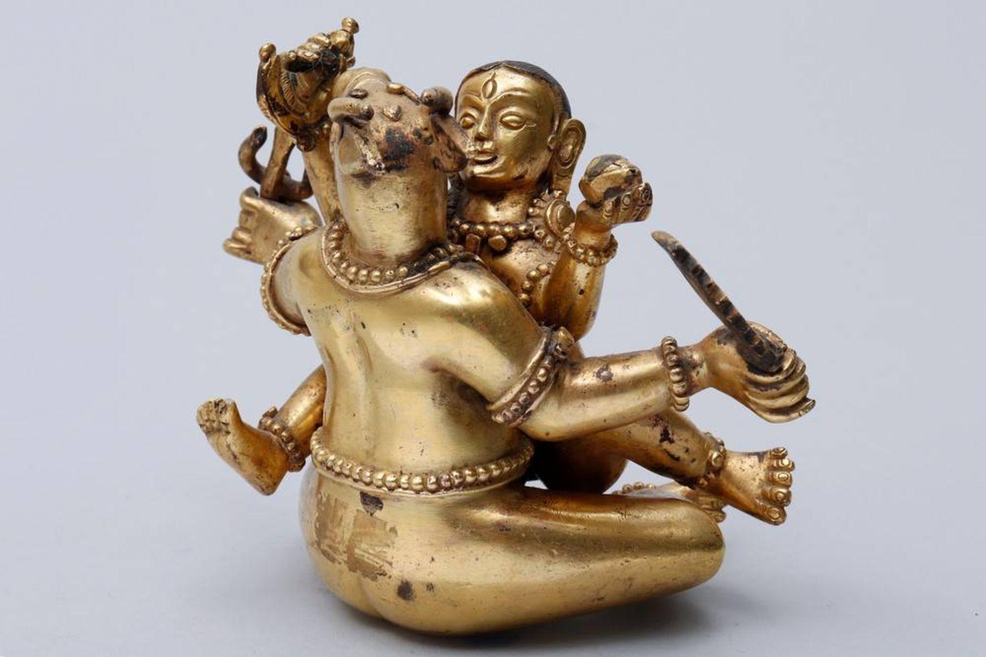 Buddhistische Gottheit Nepal/Tibet, 18./19.Jh., wohl Yama Dharmaraja mit Chamundi, in sitzender - Bild 3 aus 10