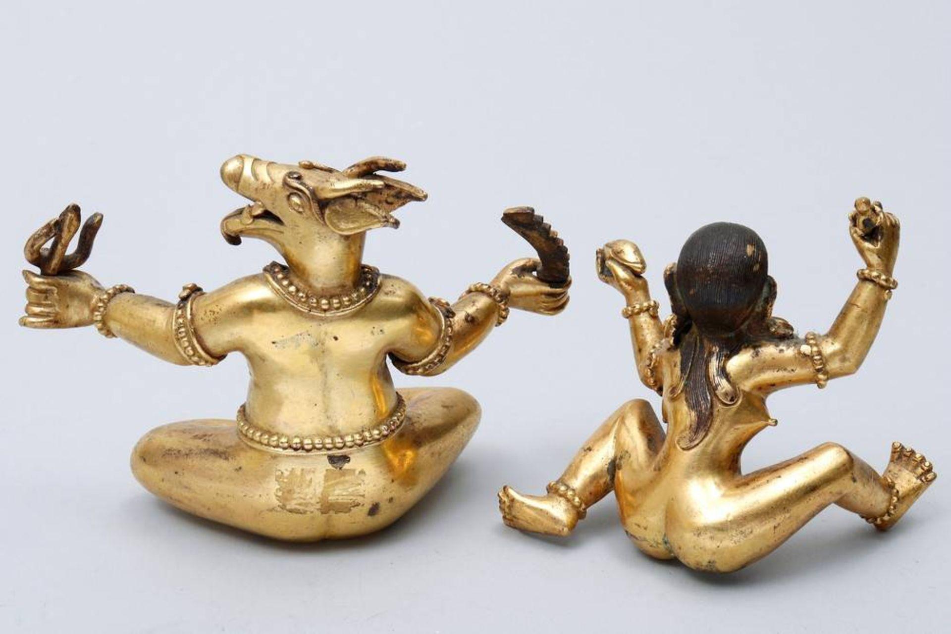Buddhistische Gottheit Nepal/Tibet, 18./19.Jh., wohl Yama Dharmaraja mit Chamundi, in sitzender - Bild 8 aus 10