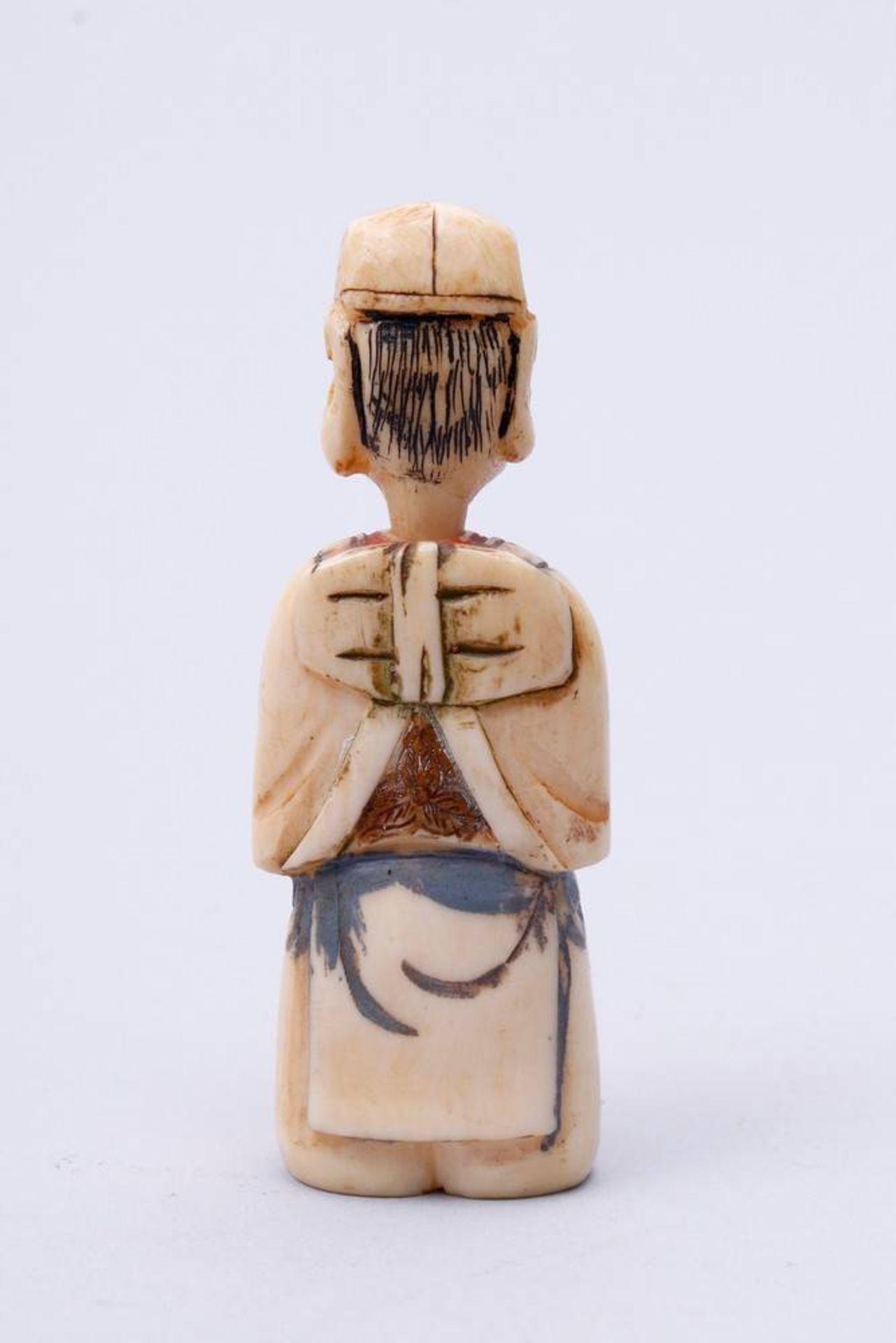 Figürliche Snuff-Bottle China, Anfang 20. Jh., stehender Fischer, Kopf als Verschluss, Elfenbein, - Bild 3 aus 7