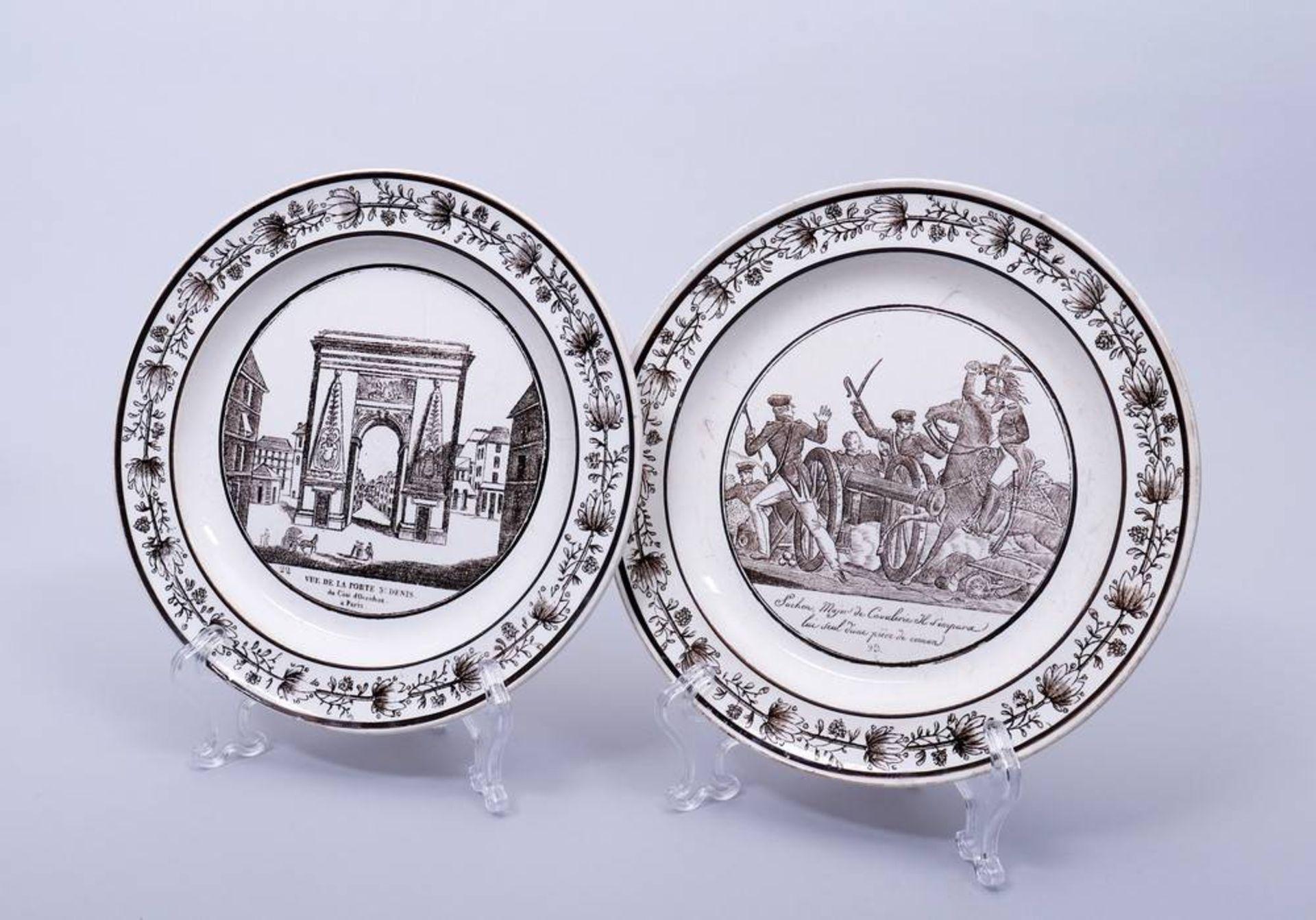 2 Teller, wohl Frankreich, 1. Hälfte 19.Jh. im Spiegel Schlachtenszene bzw. Ansicht des St. Denis