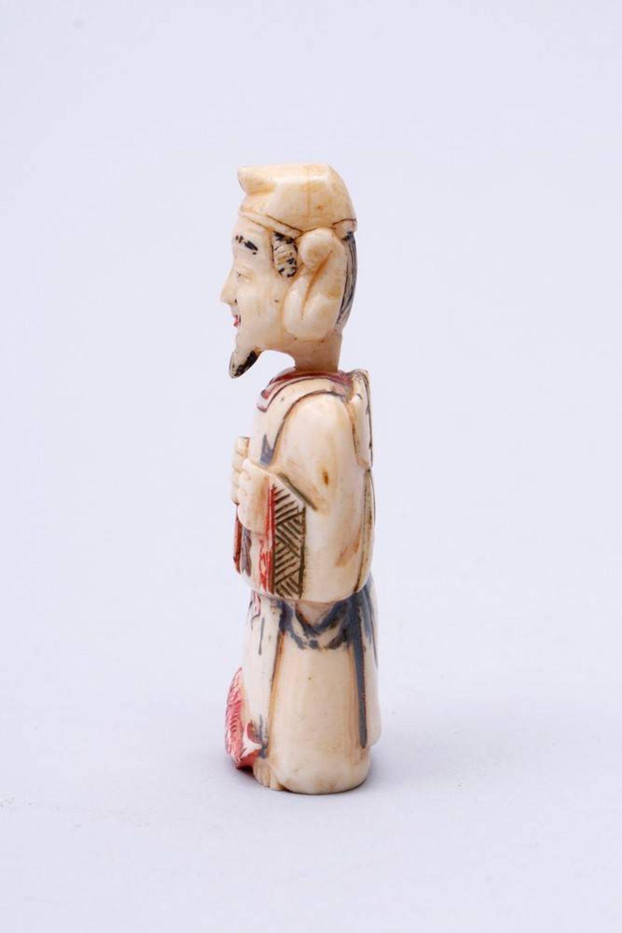 Figürliche Snuff-Bottle China, Anfang 20. Jh., stehender Fischer, Kopf als Verschluss, Elfenbein, - Bild 2 aus 7