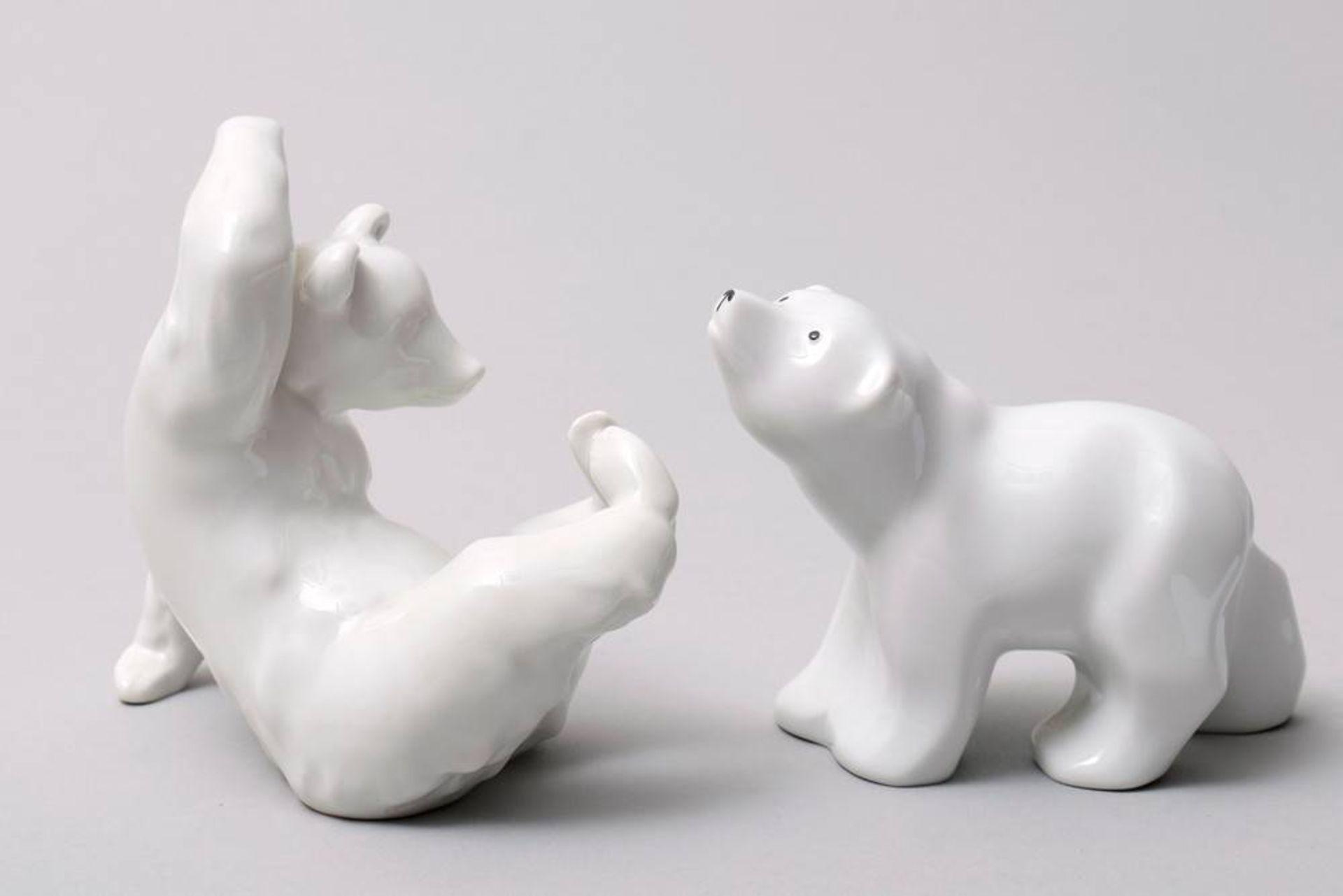 2 Bären, KPM-Berlin, 20. Jhdt. Weißporzellan, 1x sitzender Bär, die Pfoten hoch gestreckt, 1x - Bild 5 aus 5