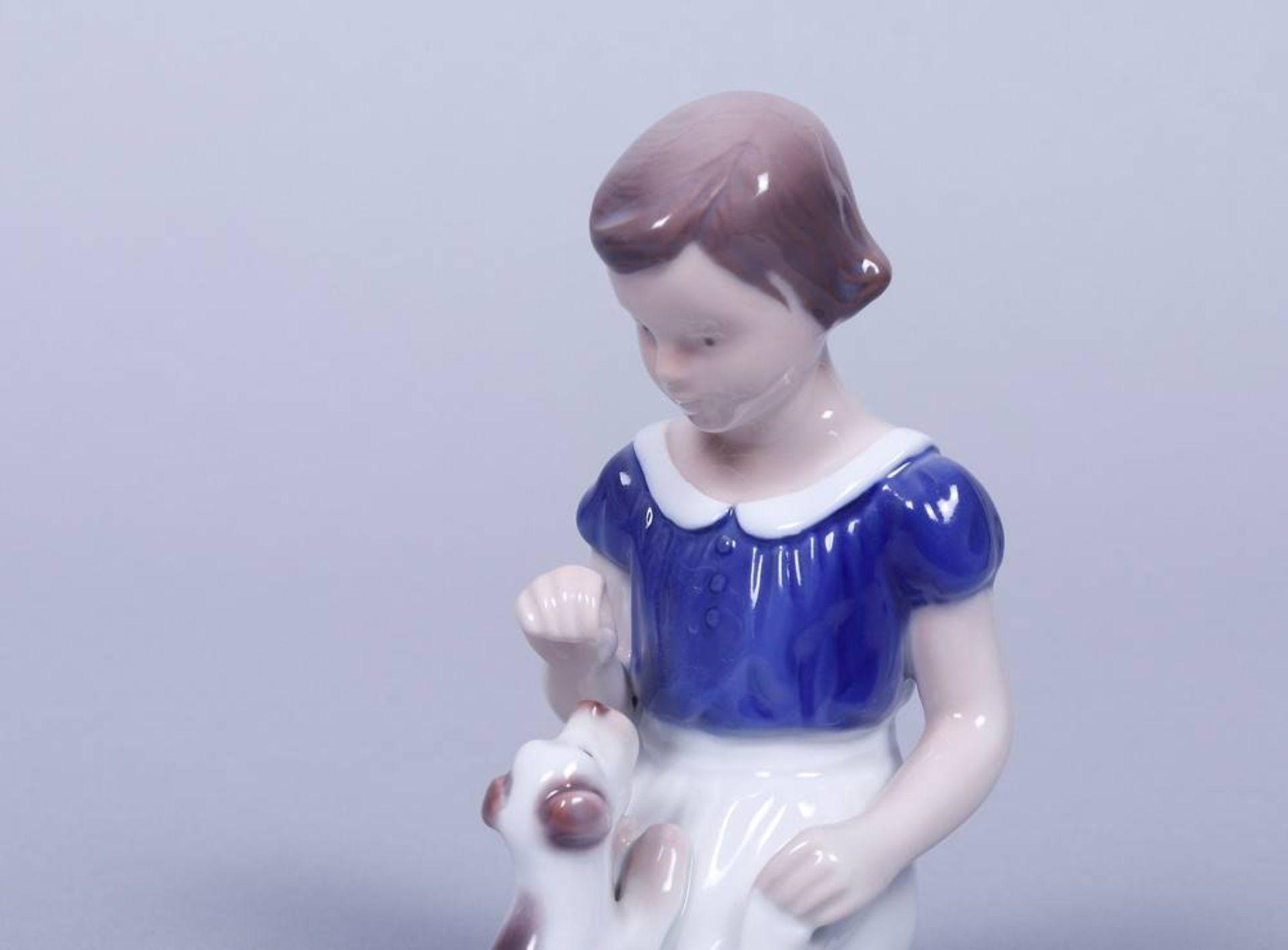 "Mädchen mit Welpe, Bing & Gröndahl, 20.Jh. Porzellan, polychrom bemalt, Modell-Nr. ""2316"", - Bild 2 aus 3"