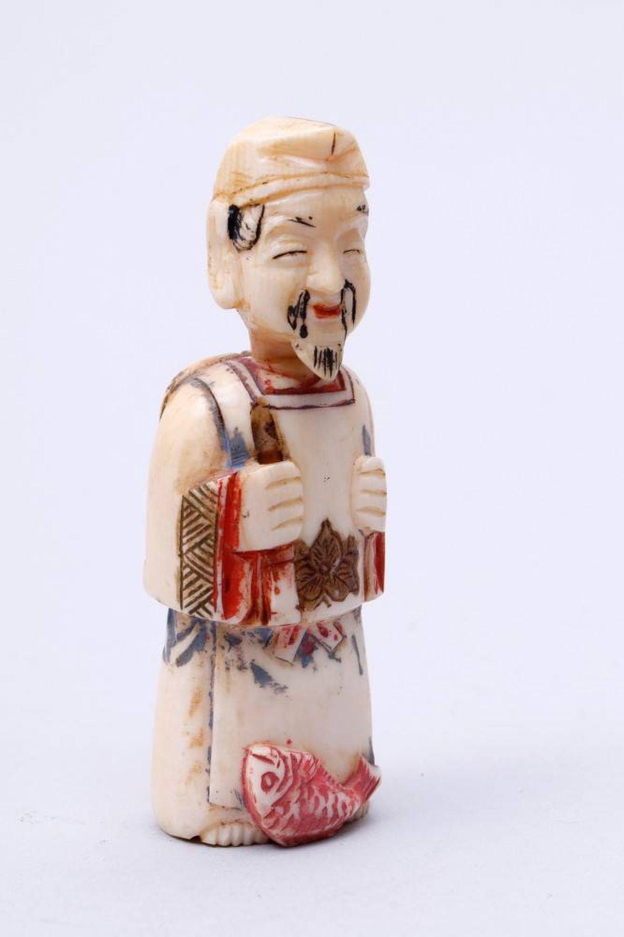 Figürliche Snuff-Bottle China, Anfang 20. Jh., stehender Fischer, Kopf als Verschluss, Elfenbein, - Bild 5 aus 7