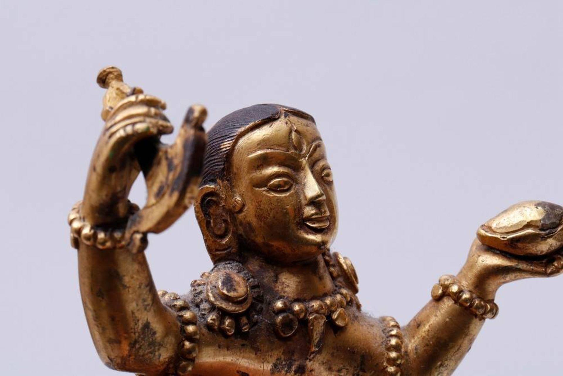 Buddhistische Gottheit Nepal/Tibet, 18./19.Jh., wohl Yama Dharmaraja mit Chamundi, in sitzender - Bild 10 aus 10