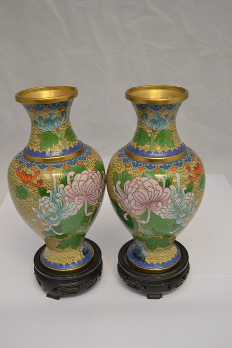 Lot 2123 - Pair of late 19th century blue and white Chinese vases and a pair of 20th century Cloisonné vases on