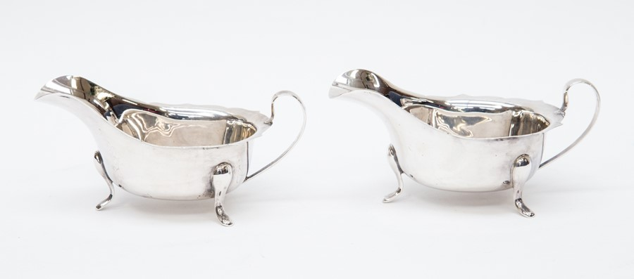 Lot 51 - A pair of silver sauce boats, shaped rim, Sheffield 1961, maker Viners Ltd (Emile Viner) total gross