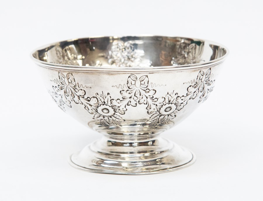 Lot 44 - A hallmarked silver bowl, Sheffield 1899, Henry Stratford Ltd