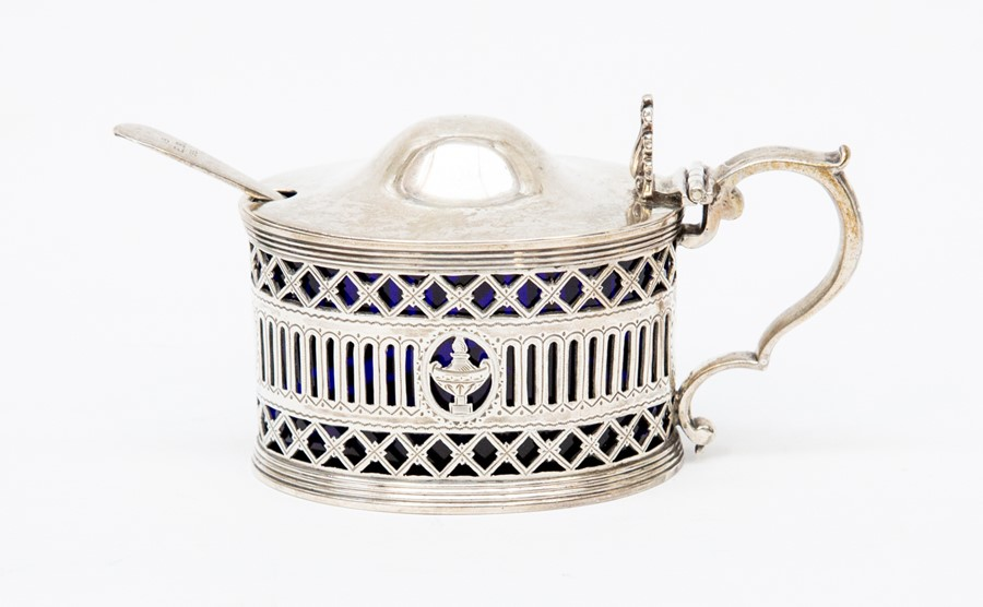 Lot 56 - A London Victorian 1893 mustard pot and liner plus matching spoon, approx 5.42troy oz, 168.5gm