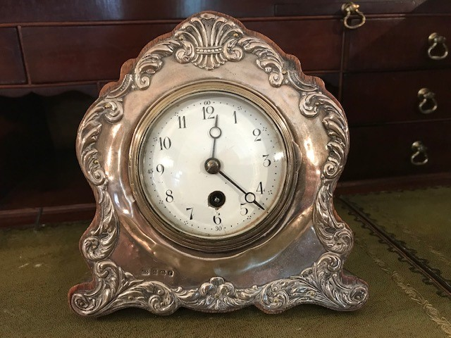 Lot 3027 - An Edwardian silver faced desk clock, Birmingham 1905, makers mark 'J.G.' the silver cast with
