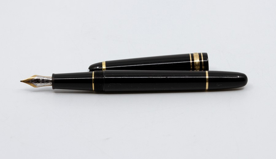 Lot 2006 - A Montblanc Meisterstuck fountain pen, 14kt gold nib No.4810