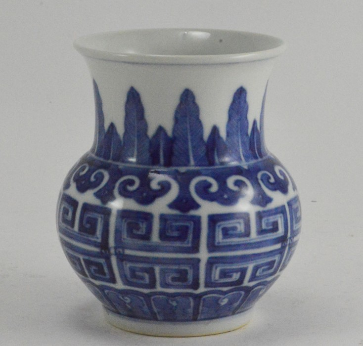 Lot 2479 - A small 19th Century Chinese blue and white vase, acanthus border, Greek key frieze, painted blue