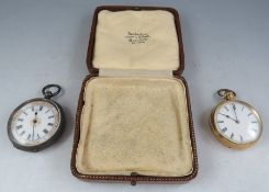 An early 20th century 18k yellow gold open face keyless ladies fob watch with 3.9cm diameter.