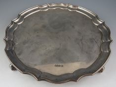 """A late Victorian serpentine, circular salver with """"piecrust"""" rim. Raised on scroll supports, 25.5 cm"""