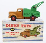Dinky: A boxed Dinky Toys, Breakdown Lorry, 25X, tan cab, green back, missing tow hook, slight paint