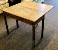 A George III oak drop leaf side table, one side dropleaf, raised on fluted supports. 72cm H x 93cm W