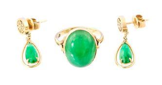 A 9ct jade Ring, rub-over set oval apple green jad