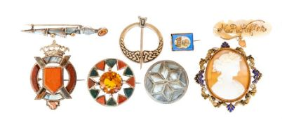 An assorted collection of antique and later brooch