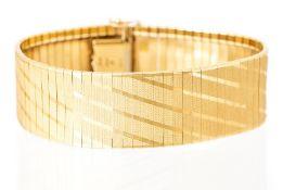 An Italian 9K yellow gold articulated bracelet wit