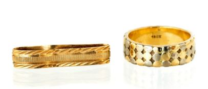 An 18ct two colour gold wedding band, approximatel