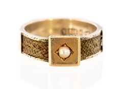 A late Victorian 9ct gold mourning ring, set with