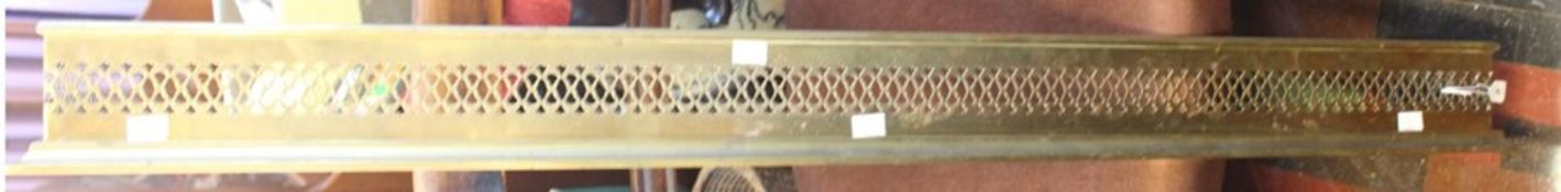 ***LOCATED AT GRESLEY****An early 20th Century brass fender, 126cm wide
