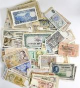 World mixed lot of banknotes, mainly 20th Century issues, including Algeria, Banque centrale d'