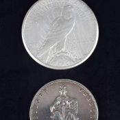 Paar Silbermünzen USA - Preußen 1 x Peace-Silber-Dollar 1922 USA, D ca. 38 mm, ca. 26,7 g, av.