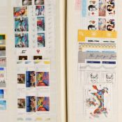 Großes Konvolut Briefmarken postfrisch und gestempelt, dabei u.a. 1 x Steckalbum DDR und