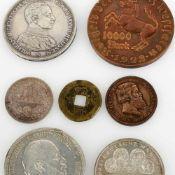 Konvolut Münzen insg. 7 versch. Ausgaben: 1 x 5 Mark in Silber, av. Wilhelm Deutscher Kaiser König