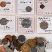 Konvolut Münzen und Silbermünzen insg. über 50 Stück, dabei u.a. 1 x 3 Pf Mecklenburg 1842, 1 x 1
