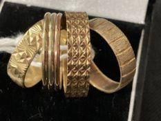 Hallmarked Jewellery: Three fancy bands, two hallmarked London, one Birmingham. Total weight 7·4g.