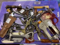 Wine Collectables/Breweryana: Mixed collection of straight pull corkscrews, bottle openers, barrel