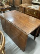 19th cent. Mahogany drop leaf dining table on turned supports.