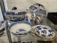 19th cent. Chinese large tureen 14ins, plus blue and white oval dishes on stand x 2, blue and