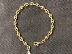 Hallmarked Gold: 9ct. Gold bracelet import stamp Birmingham. Weight 4·3g.