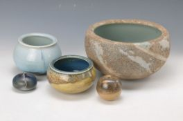 Gerald and Gotlind Weigel, 5 various Keramikgefäße, stoneware with various glazes, all on base