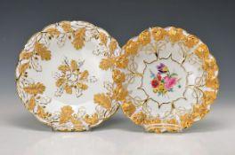 couple of pompous bowls/-plates, Meissen, 1924-33, wine leat embossment, matt- and bright gilding,