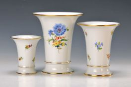 3 vases, Meissen, 2. Half 20.th c., floral decor, H. approx. 16cm, flower 3, strewn flowers, 10