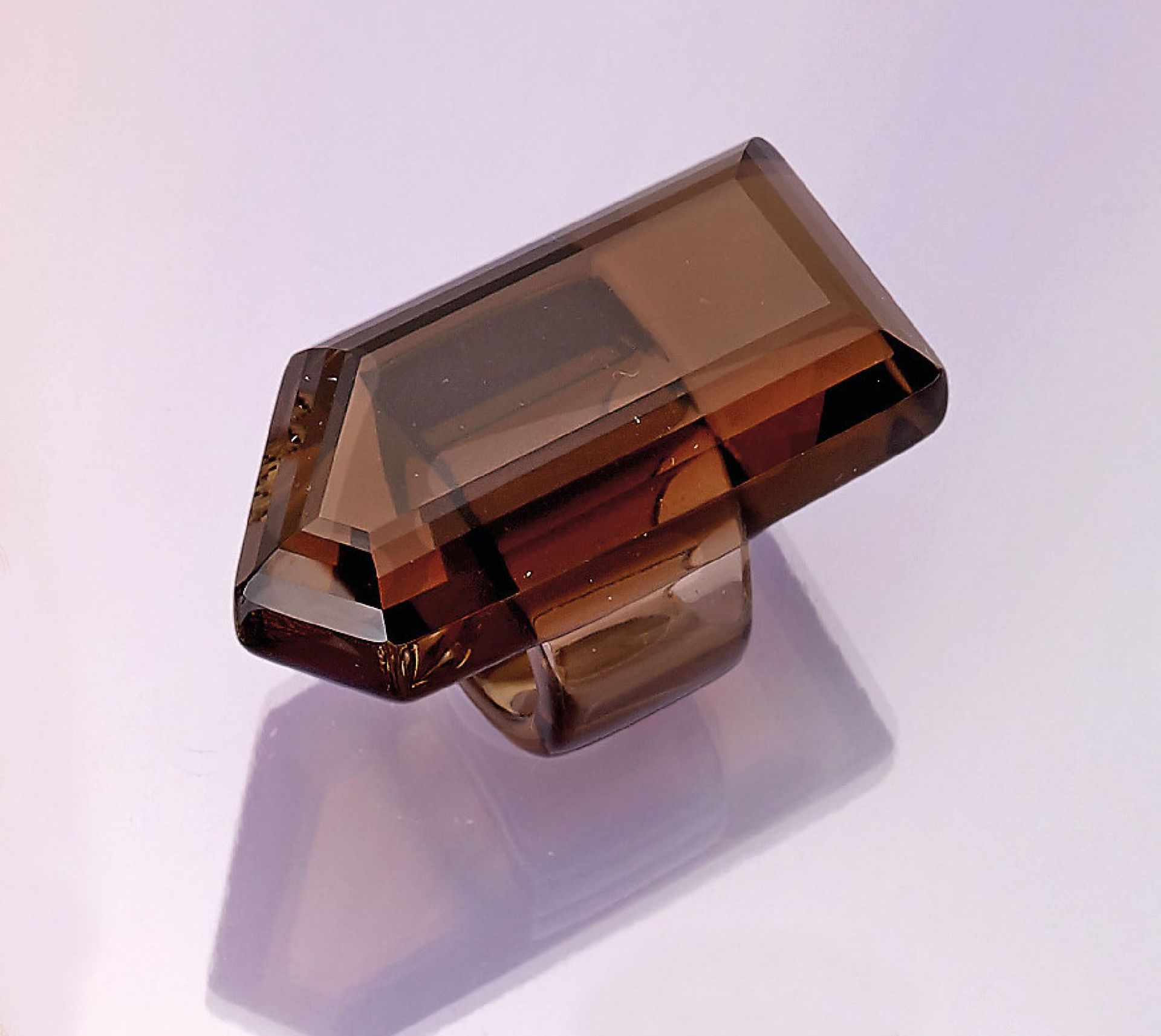 Los 31522 - Smoky quartz ring, ringsize 51 , approx. 49.5 g, approx. 247,00 ct, approx. 52 x 37 mm,out of one