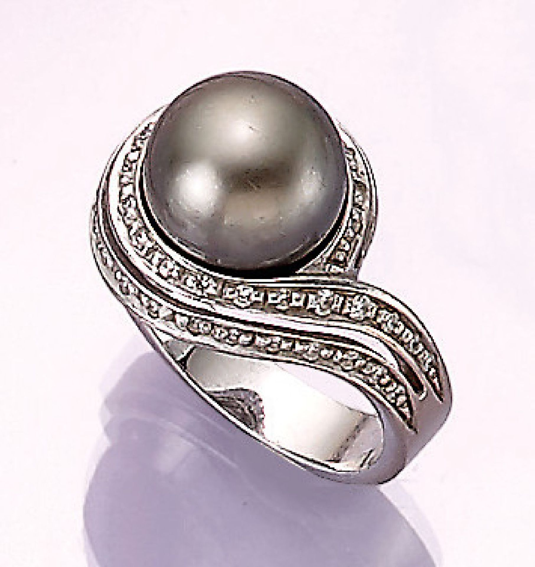Los 31538 - 18 kt gold ring with cultured tahitian pearl and brilliants , WG 750/000, centered pearl,diam.