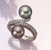 18 kt gold ring with cultured tahitian pearls and diamonds , WG 750/000, asymm. splint with 2