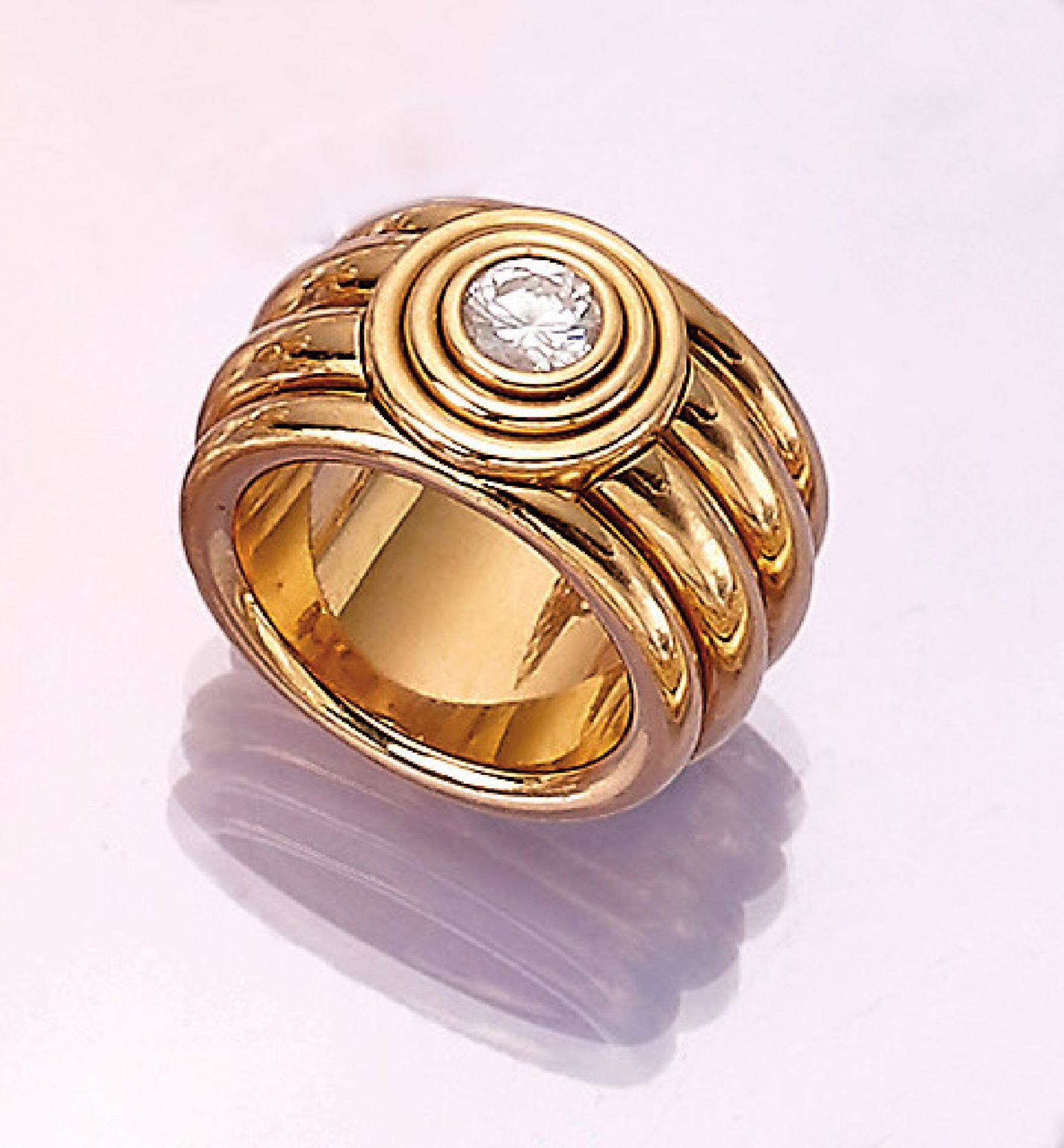 Los 31509 - 18 kt gold ring with brilliant , YG 750/000,wide, grooved splint, 1 brilliant approx. 0.60ct